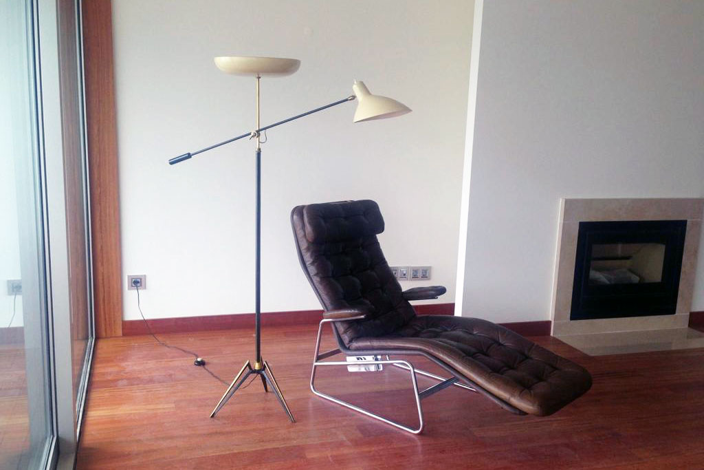 50's French lamp and Dux chaise longue | Porto, Portugal