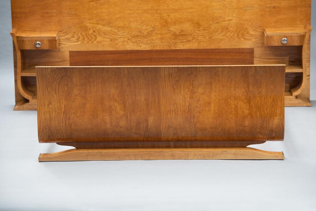 Cama de Casal Art Deco com mesas de Cabeceira | 1