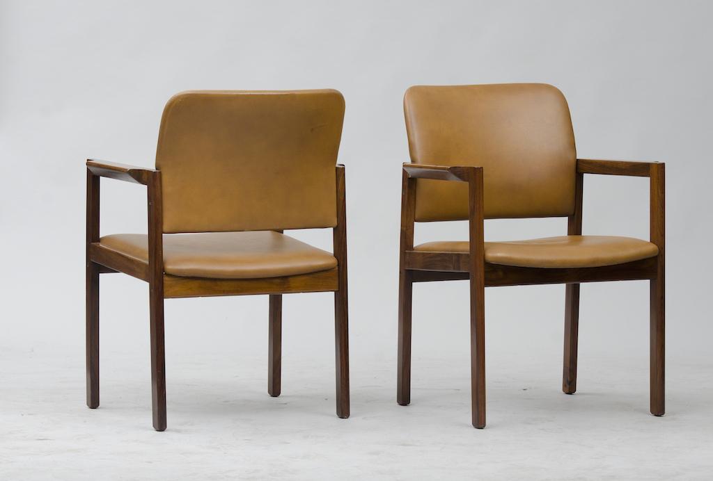 Cadeiras de Braço em Pau-santo produzidas por Bjerringbro Kontormøbler A/S