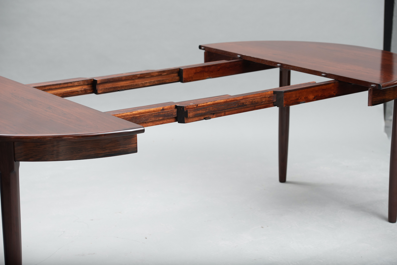 Rosewood mid-century dining table | 2